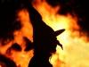 Hexe vor Feuer